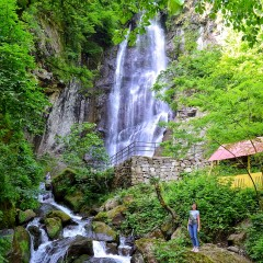 Экскурсия на водопад Махунцети + крепость Гонио + винная дегустация