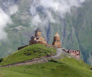 Казбеги (Степанцминда) подъем к церкви Гергети