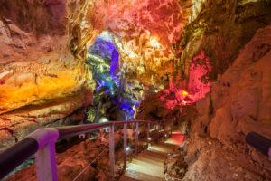 {:ru}Экскурсия в пещеру Прометея + Мартвильский каньон и термальные источники{:}{:en}Excursion in the cave of Prometheus + canyons of Martvili and thermal water sources{:}